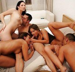 Zobacz najlepsze porno z kategorii: Grupowy