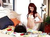 Elle pakuje swoje seks zabawki