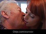 Dziadek w skarpetach użył sobie seksu